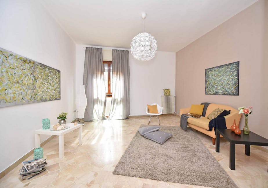 spacious apartment decor